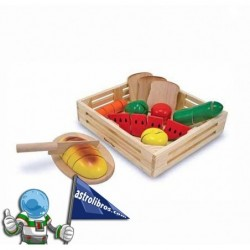 Juguetes de madera. Alimentos de madera para cortar.